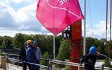 Eersterklasser en vakcollegeleerling Funn Bürmann mocht donderdag de vlag hijsen.