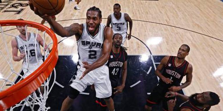 Basketballer Leonard van Spurs naar Toronto