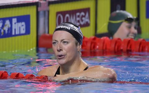 Zwemster Toussaint ook in wereldbeker Doha snelste op 200 rugslag