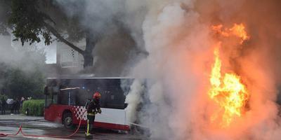 Bus van Qbuzz in brand op Vondellaan in Groningen. Foto: ProNews