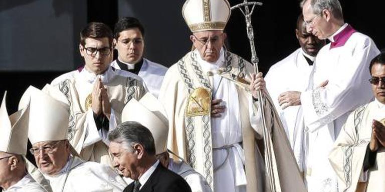 Paus sluit Heilige Deur