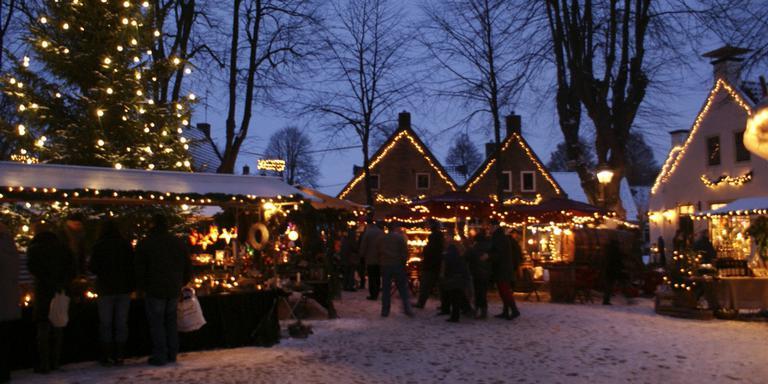 Kerstkraampjes op Pakjesavond in Bourtange