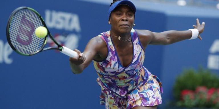 Venus Williams viert record met zege