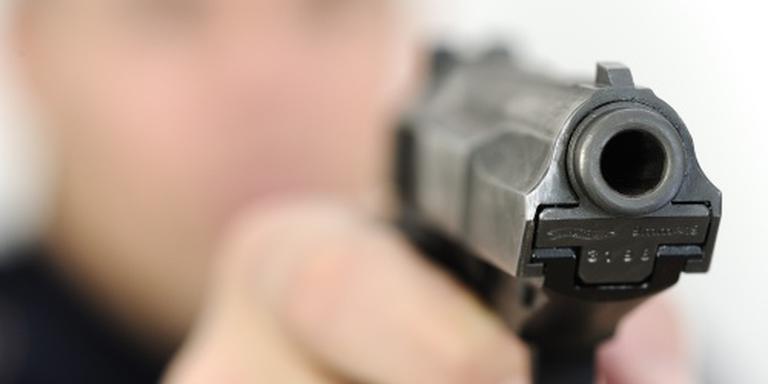 Man met mes aangehouden na waarschuwingsschot