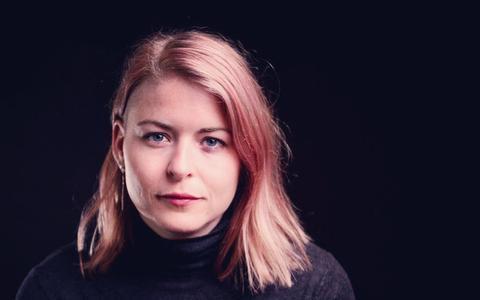 Marrit Jellema maakt muziek van haar superpersoonlijke, indringende gedichten | recensie ★★★★☆