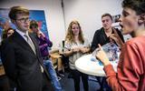 Staatssecretaris van Onderwijs Sander Dekker bezocht in september de Dovenschool Guyot in Haren en sprak met leerlingen. Foto Archief Siese Veenstra