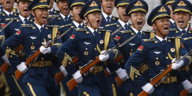 Chinese leger werft met rap