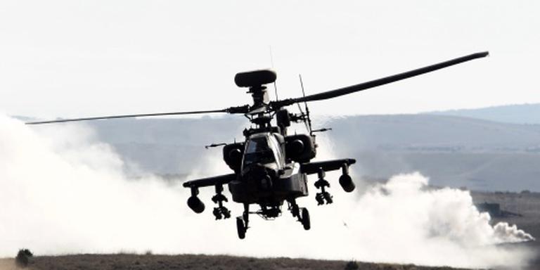 Apache maakt voorzorgslanding in weiland