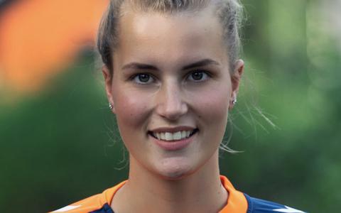 Handbalster Renske Mulder (24) van HVZ/Vivendi wil zich continu verbeteren en is hard voor zichzelf.