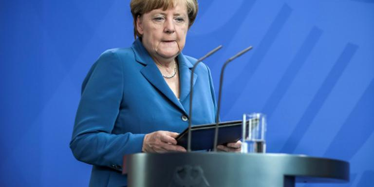 Merkel eerder terug van vakantie