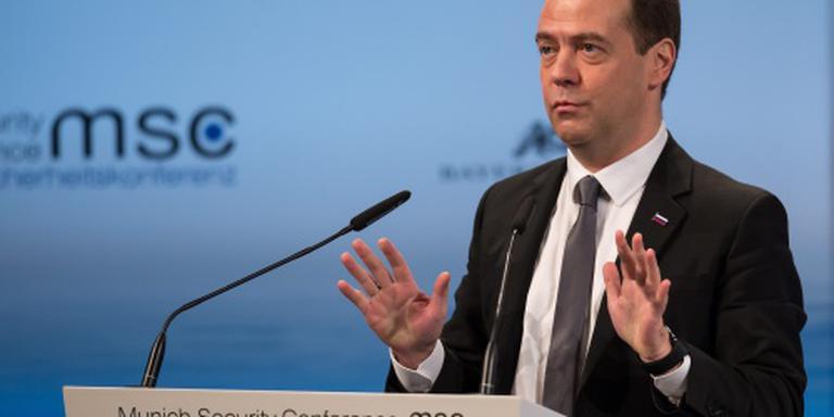Medvedev wil 'nieuwe Koude Oorlog' sussen