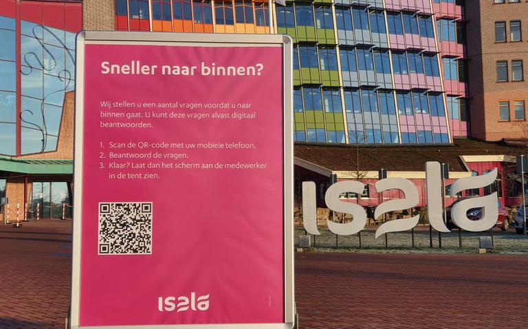 Isala start in Zwolle test met online gezondheidscheck om wachtrij bij ingang terug te dringen