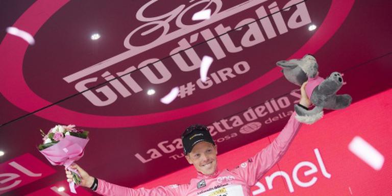 Giro-peloton verlaat de Dolomieten
