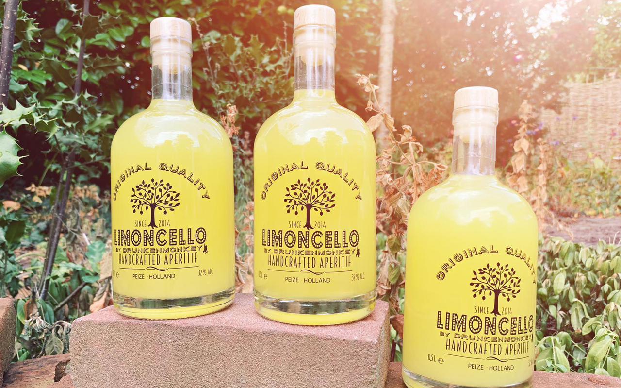 Drunken Monkey uit Peize maakt sinds 2014 limoncello met handgeschilde citroenen.