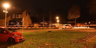 De politie onderzoek de gewapende overval aan de Diekmaat in Schoonebeek. Foto: De Vries Media