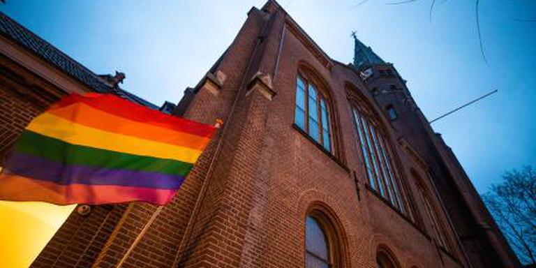Regenboogvlag wappert door hele land