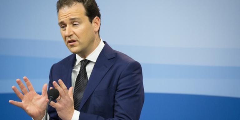 Minister tobt over hoger minimumjeugdloon