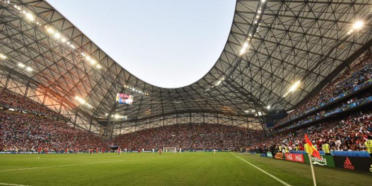 Fan rent veld op in Marseille