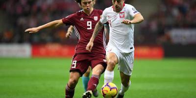 Polen met late doelpunten langs Letland