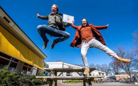 Docenten van de internationale schakelklas in Assen winnen met app prestigieuze prijs en 20 mille