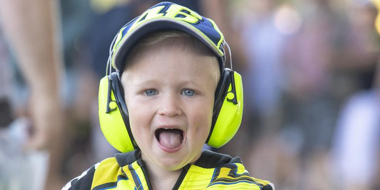 Een enthousiaste motorsportfan op het TT Circuit. Foto: Marcel Jurian de Jong