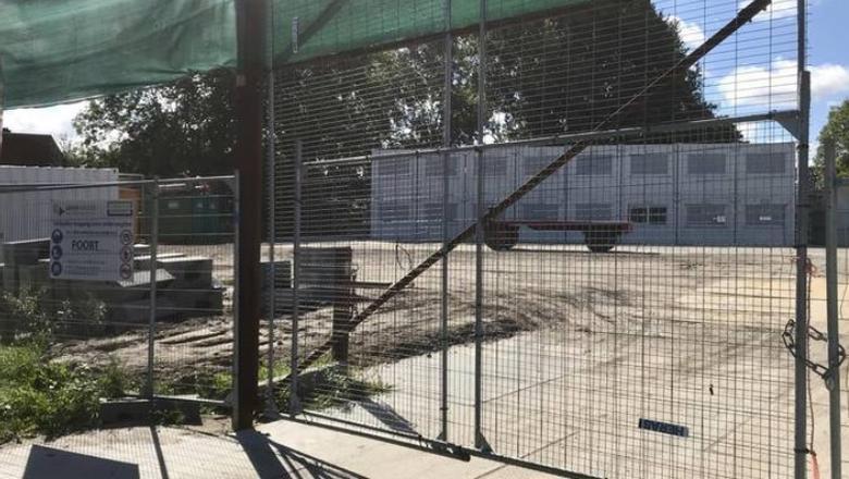 De werkplaats aan de Brailleweg ligt er al meer dan een week verlaten bij.