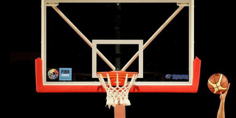 Thompson leidt Warriors langs Sixers