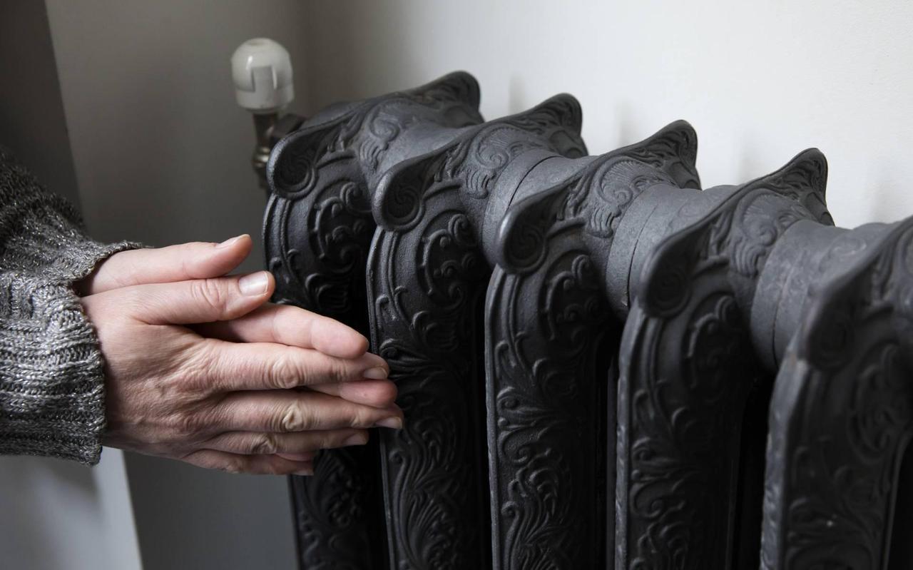 De verwarming standaard een graadje lager te zetten en een dikke trui aan te trekken, helpt al veel.