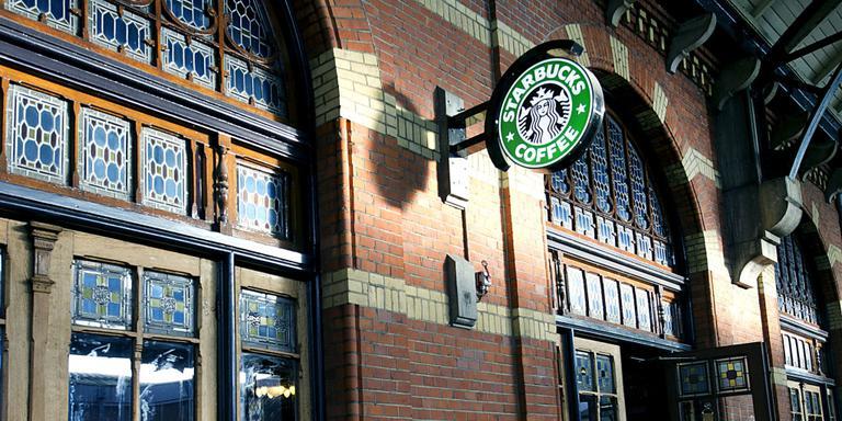 Dwarse jongeren boycotten Starbucks Groningen