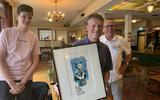 Theo Buissink bewaarde 25 jaar een tekening van Herman Brood voor Erwin Koeman en woensdag overhandigde hij het werk aan zijn idool