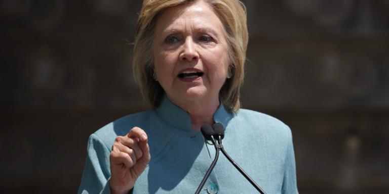 Clinton komt Sanders tegemoet
