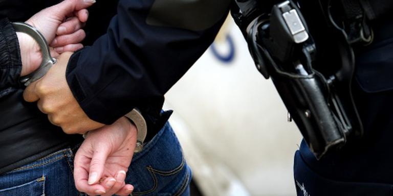 De politie arresteerde twee mannen voor een inbraak aan de Tooropstraat in Assen. FOTO ANP