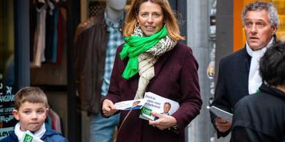 Ollongren bezoekt stembureau Utrecht