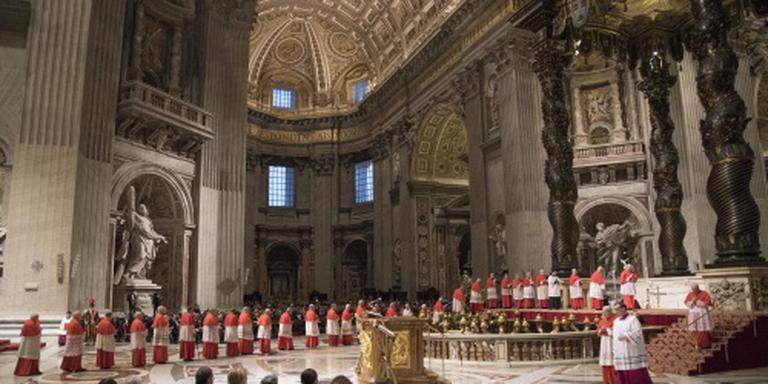 Paus legt kruisweg af in Rome