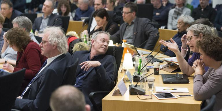 Fotoserie van de raadsvergadering waar de beslissing is gevallen voor een Factory Outlet Centre te gaan. De meerderheid van de raadsleden stemde voor een FOC. Op de foto's onder andere iniatiefnemer dhr Coronel, de raadsleden, wethouder Hoogeveen en publiek. FOTO MARCEL JURIAN DE JONG