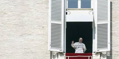 Paus waarschuwt jeugd voor populisme