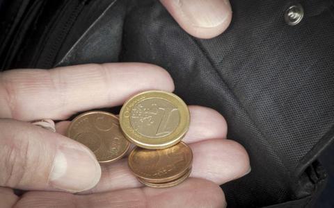 Salariskloof man en vrouw begint al bij zakgeld: jongens krijgen 2 euro meer dan meisjes