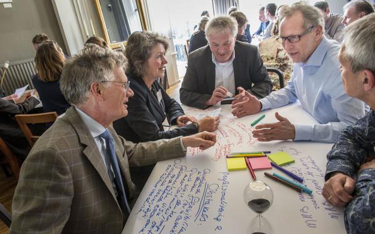 Brainstormen over innovatie en geld in 't Feithuis.  FOTO GEERT JOB SEVINK