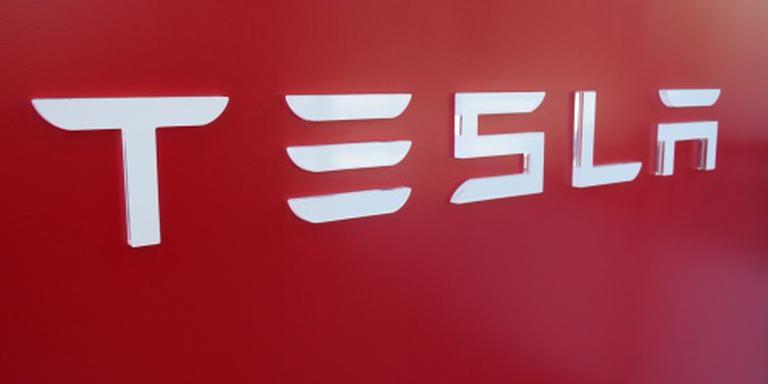 Brandweer voorzichtig bij ongeluk met Tesla