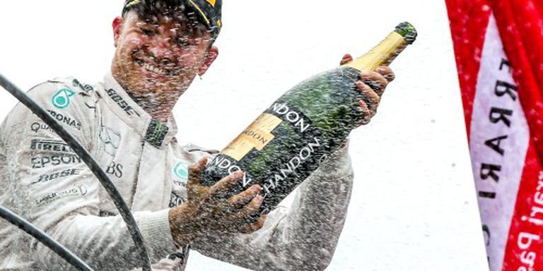 Euforische Rosberg zit Hamilton op de hielen
