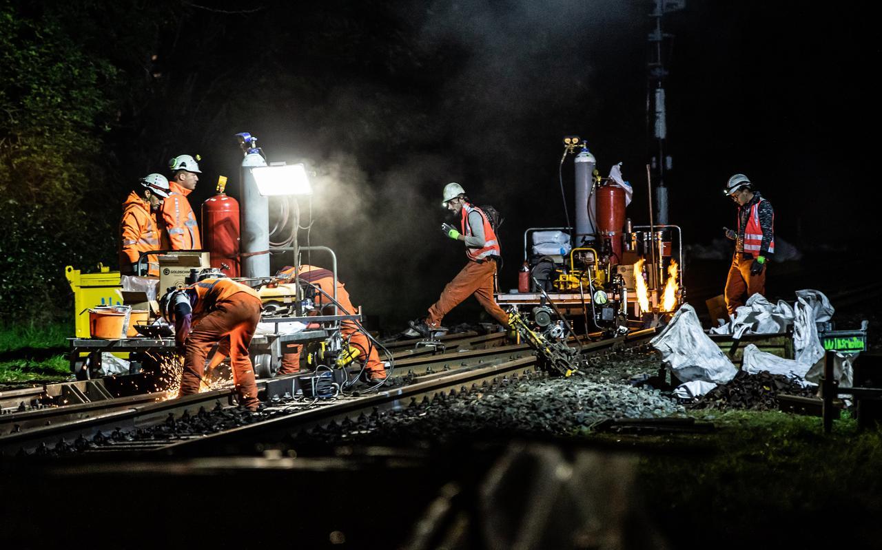 Op diverse locaties in Winschoten en omgeving wordt aan het spoor gewerkt. De overwegen van St. Vitusholt, Garst (op foto) en Oostelijke rondweg zijn daarom tijdelijk afgesloten voor verkeer. Ook in de nacht gaat het werk door.