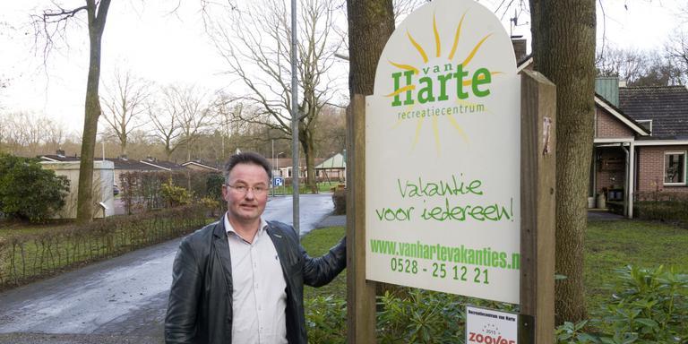 Johan Koops voor zijn recreatiecentrum Van Harte. Foto Gerrit Boer