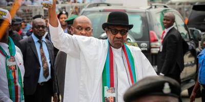 President Nigeria stemt in 'late' verkiezing
