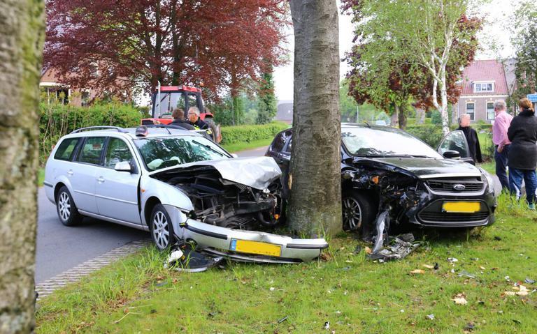 Aanrijding bij Gieten: twee autos in de kreukels.