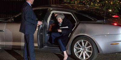 May houdt steun parlementariërs eigen partij