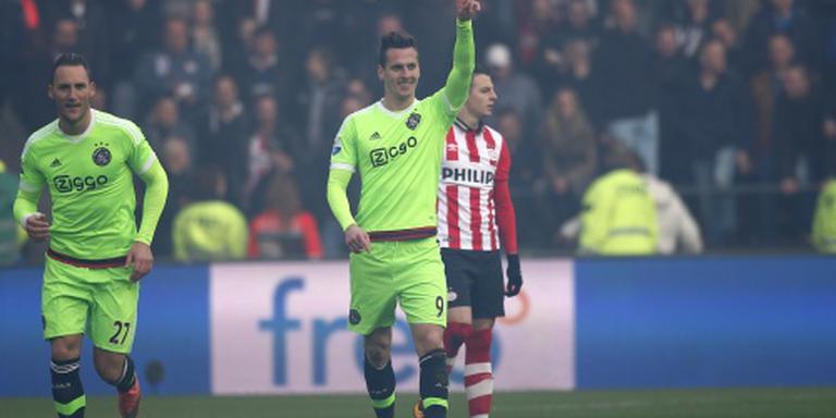 Scherp Ajax streeft PSV voorbij