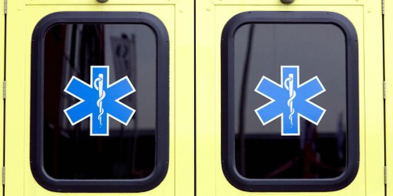 Man overleden na rammen gevel met auto