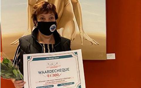 Trijntje Bosma uit Nieuw-Weerdinge wint 1000 euro van Kracht van de Veenkoloniën:'We willen Nieuw-Weerdinge rookvrij maken'