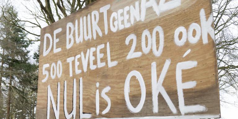 Burgemeester laat reeks protestborden en leuzen verwijderen