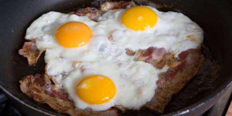Canadese inbreker bakt naakt eieren